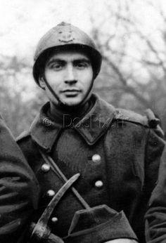 Le sous officier sergent François Mitterrand mobilisé sur la ligne Maginot, 1939.
