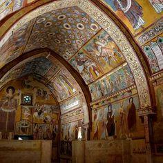 """It is called the """"Sistine Chapel"""" of Abruzzo. It 'a small chest full of jewels. La chiamano la """"Cappella Sistina"""" dell'Abruzzo.  E' un piccolo scrigno pieno di gioielli. #abruzzo #abruzzosegreto #travel #italy #Bominaco"""
