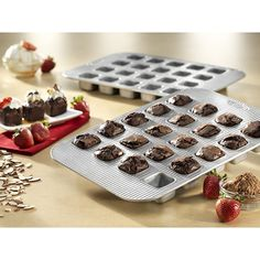 Our bakeware has been designed with many of the same standard features of industrial baking pans. Each pan is constructed of aluminized steel, the material of choice for commercial bakeries. #brownie #valentines