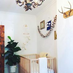I'm am over here hard core drooling over this nursery by @juxtalifestyle (Extra Large Heirloom Blanket in the shop!) please see original post for details...tap the photo, duh!   .  .  .  .  #interiordesign #nursery #nurserydecor #baby #genderneutralnurse
