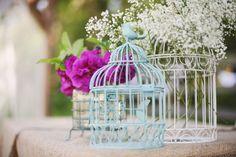 Las pajareras otorgan romanticismo y un aire vintage a cualquier rincón. Conviértelas en centro de mesa con flores en su interior, o haz que almacenen tarjetas con los mejores deseos para la feliz pareja