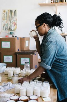 Master of Their Craft Feature: Brooklyn Candle Studio, a company started by a young, ambitious entrepreneur in her own 500 square foot apartment, quickly grew into the thriving candle company we know today. Diy Candle Wick, Mason Jar Candles, Diy Candles, Scented Candles, Candle Branding, Candle Packaging, Candle Labels, Soy Candle Making, Making Candles