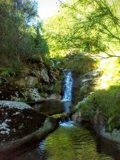 Boa tarde :D Quem tem vontade de dar uns mergulhos nesta lagoa esculpida na rocha na Travanca em Arcos de?
