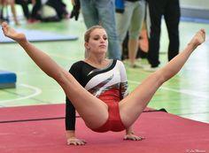 - very nice stuff - share it - Gymnastics World, Gymnastics Posters, Gymnastics Photography, Gymnastics Pictures, Sport Gymnastics, Artistic Gymnastics, Olympic Gymnastics, Sixpack Workout, Gymnastics Flexibility