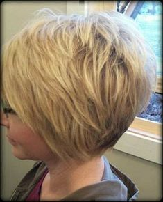 Layered Short Haircuts we will meet you with amazing short layered haircuts for you ladies! Amazing short blonde bobs, graduation layered cuts, chic long layered pixie styles and Short Hair With Layers, Short Hair Cuts For Women, Short Hairstyles For Women, Trendy Hairstyles, Short Cuts, Hairstyles 2018, Celebrity Hairstyles, Wedge Hairstyles, Medium Hairstyles