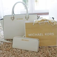 Michael Kors Bags with low price and high quality. Visit the site and choose the best one