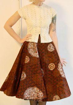 vintage // Eyelet Peplum Blouse // Small by dethrosevintage Batik Fashion, Ethnic Fashion, African Fashion, Blouse Batik, Batik Dress, Peplum Blouse, Wrap Blouse, Kebaya Dress, Batik Kebaya