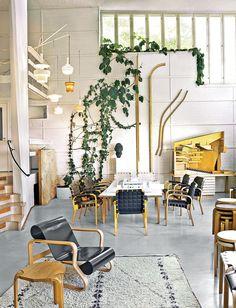 Observar o legado de Alvar Aalto em Helsinque e arredores é comprovar um talento ímpar e mergulhar em um estilo que influenciou o mundo <3 Clique na foto para ver mais edifícios incríveis. Na foto, o Studio Aalto, o escritório perfeito!