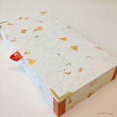Für den Schreibtisch Treat Holder, Pretty Packaging, Handmade Journals, Craft Box, Book Binding, Butcher Block Cutting Board, Blog, Treats, Holiday