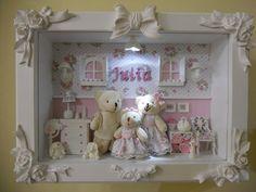 Cenário de Mdf com vidro frontal e luz de led decorado com peças de biscuit, resina e madeira.Ursos maiores medem aproximadamente de 12 a 14 cm, urso bebe mede de 7 a 8 cm.
