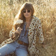 This article talks and shows the 1970s trends that are being brought back into our current fashion. From bell bottoms, floral prints, denim, and vibrant colors, this is the new trend. Slowly but surely fashion that once was popular in past decades evolves back into trend. A Johnson