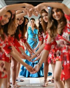Bookmark this bridesmaid pose for your D day Bridesmaid Poses, Bridesmaid Outfit, Wedding Trends, Trendy Wedding, Wedding Styles, Indian Wedding Photos, Big Fat Indian Wedding, South Asian Bride, South Asian Wedding