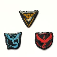 Show off your team loyalty when out catching Pokemon and taking gyms! This Team Mystic badge features the blue Articuno logo from the Pokemon Go game. It is shiny, high quality, and secure. Pin it on