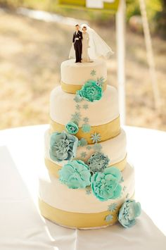 Beach #wedding cake idea - in ivory with gold and aqua accents
