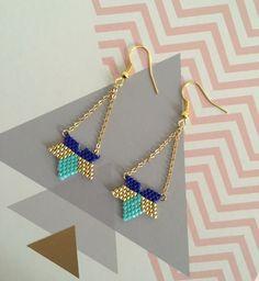 Boucles d'oreilles glamour fleur étoile bleu, or et turquoise en perles Miyuki Delicat : Boucles d'oreille par sweethingsandco