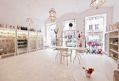 so inviting and fun -- love all white with pops of color