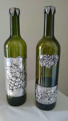 These grape bottle crafts provide a mass of techniques to pull out and reinvent this day-to-day piece, Will you opt to recycle your grape box or repurpose it? Tin Foil Art, Aluminum Foil Art, Aluminum Can Crafts, Metal Crafts, Tin Can Art, Tin Art, Glass Bottle Crafts, Wine Bottle Art, Feuille Aluminium Art