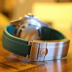 A little #sundaywatchrewind from @bzabodyn214 of his SubC on Green Everest Deployant Rubber. His exact quote was Hands down the most comfortable rubber strap option available today - the great Rolex glidelock clasp paired with the @everestbands rubber st