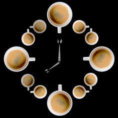 C'est l'heure du café Photo by Javier Luces