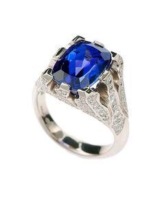 Custom 18ct White Gold tanzanite ring