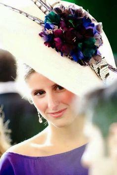 Confesiones de una boda: Invitadas perfectas (parte 6) Fascinator Hats, Fascinators, Headpieces, Royal Ascot Hats, Run For The Roses, Fancy Hats, Love Hat, Wedding Hats, Derby Hats