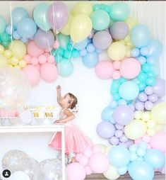 Pastel Sorbet Inspired Balloon Birthday Party Ready to float with glee? Check out this Pastel Sorbet Birthday Bar, Rainbow Birthday, Unicorn Birthday Parties, Birthday Party Decorations, Balloon Birthday, Pastel Party Decorations, Happy Birthday, Balloon Party, Balloon Ideas