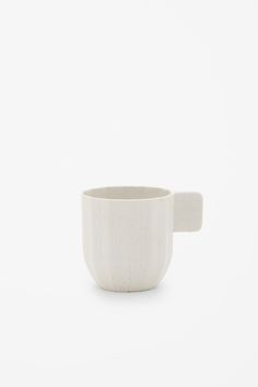 http://www.cosstores.com/it/COSxHAY/All/Porcelain_espresso_cup/39438396-36244490.1