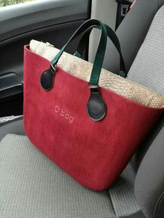 O bag brush ciliegia Obag Brush, O Bag, Designer Bags, Hand Bags, Luggage Bags, Leather Bag, Fashion Brands, Clock, Louis Vuitton