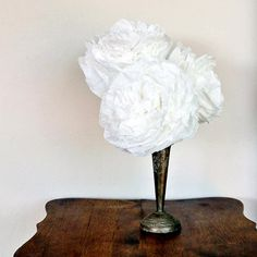 DIY Peony-Style Coffee Filter Flowers: If you're looking for pretty party decor or a simple way to add a pop of flowers to your space (that won't wilt), make your own peony-style paper flowers with the help of coffee filters. Coffee Filter Roses, Coffee Filters, Diy Presents, Diy Gifts, Diy Flowers, Paper Flowers, Paper Peonies, Forever Flowers, How To Make Coffee