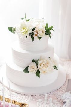 #weddingcake with roses | PHOTOGRAPHY Cavin Elizabeth Photography | EVENT PLANNING I Love You More Events | FLORAL DESIGN Organic Elements