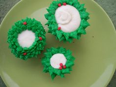 Holiday Cupcakes - Wreaths by JenAngel, via Flickr