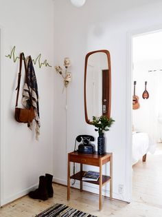 Perfect entryway furnishings for a small NYC apartment. Love that everything is…