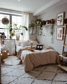 63 Cute and Modern Bedroom Interior Design Ideas 2018 Part 15 VSCO Room Ideas Bedroom Cute Design ideas Interior Modern Part Room Ideas Bedroom, Small Room Bedroom, Home Bedroom, Bedroom Inspo, Cosy Bedroom Decor, Bedroom Ideas For Small Rooms, Bohemian Bedroom Decor, Bedrooms With White Walls, Mirror For Bedroom