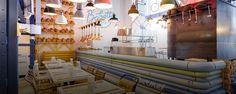 На Мясницкой улице открылось кафе Babetta с пиццей, пастой, салатами, едой навынос, фруктовым лотком, бесплатным кофе и невероятным количеством напитков. Ресторанный обозреватель «Афиши–Город» Александр Ильин оценил объем необъятного.
