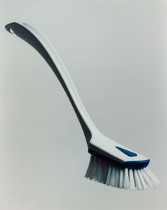 Cleaning Brush: For Ebnat, dai brand strategy & design designed this simple, timeless, functional and ecological cleaning brush conception. It has established values for the manufacturers such as stability, trust and quality, which represent important pillars for a solid brand.