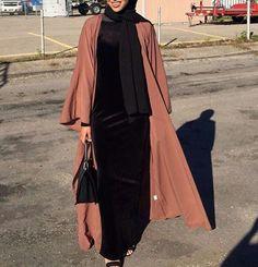 Dusty rose open abaya - check out: Esma Hijab Fashion 2016, Niqab Fashion, Modern Hijab Fashion, Muslim Women Fashion, Islamic Fashion, Look Fashion, Girl Fashion, Fashion Outfits, Hijab Style Tutorial
