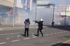 Polis Ankara'da bir basın emekçisine böyle saldırdı. #BerkinElvanÖlümsüzdür pic.twitter.com/2lpJlO2Hfd
