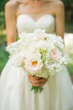 rose, ranunculus, hydrangea, and freesia bouquet | Spindle Photography #wedding