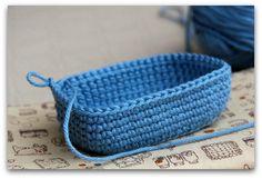 Crochet basket tutorial (spanish); perece que podría tratar esta esquema después de practicando más.