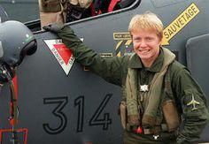 Les femmes au fil du temps dans les armées de l'air. Ici le lieutenant Caroline Aigle, la première femme à devenir pilote de chasse opérationnelle dans l'armée française, le 28 mai 1999. Clic 2X pour lire la suite.