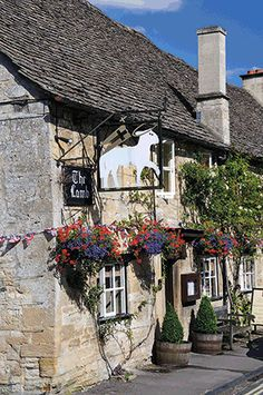 7 cosy Cotswold getaways. The Lamb Inn Burford © David Knighton