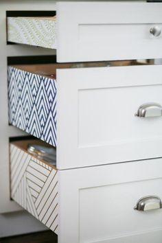 Kitchen Cabinets Upgrade, Kitchen Cabinets Pictures, Refinish Cabinets, Kitchen Makeovers, Kitchen Countertops, Wallpaper Cabinets, Kitchen Wallpaper, Basic Kitchen, Updated Kitchen