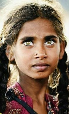 Portrait of a girl with beautiful green eyes. Pretty Eyes, Cool Eyes, Beautiful Children, Beautiful People, Eye Color Facts, Beauty Around The World, Stunning Eyes, Amazing Eyes, Ansel Adams