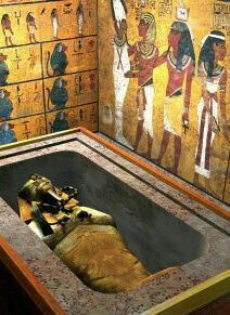 Interior of the tomb of Tutankhamun - nterior of the tomb of Tutankhamun, Valley of the Kings, UNESCO World Heritage Site, West Bank, Lux - Ancient Egyptian Art, Ancient Ruins, Ancient Artifacts, Ancient History, Egyptian Things, Templer, Egypt Art, Valley Of The Kings, African History