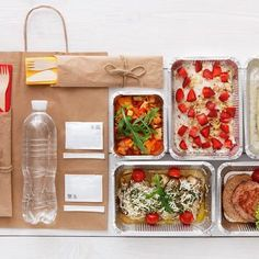 Which Is *Actually* the Healthiest & Cheapest Meal Delivery Service? Find out what meal service is most nutritious and cost-effective that is out there right now. Meal Delivery Service, Food Service, Service Ideas, Gourmet Recipes, Snack Recipes, Healthy Recipes, Fast Recipes, Healthy Cooking, Drink Recipes