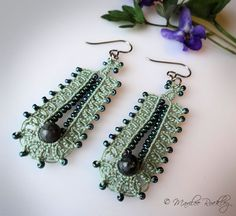 Sage green tatted earrings Cocoon di yarnplayer su Etsy, $25.00