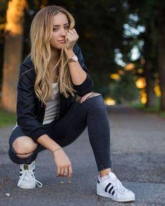 Perfect Girl Photography Poses Ideas Looks So Amaze - Wedding Inspire Teenage Girl Photography, Photography Poses Women, Photography Tutorials, Amazing Photography, Photography Tips, Photography Courses, Wedding Photography, Digital Photography, Photography Backdrops