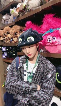 K Pop, Beautiful Boys, Pretty Boys, Kpop Wallpaper, Boy Idols, Kids Icon, Images Gif, Felix Stray Kids, Kaito