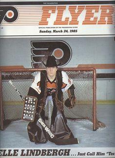 Pelle Lindbergh posing in cowboy goalie gear. Goalie Gear, Hockey Goalie, Hockey Pads, Bernie Parent, Martin Brodeur, Flyers Hockey, Lindbergh, Philadelphia Flyers, Toronto Maple Leafs