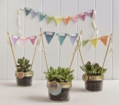 Mini-Garland Topper DIY (Benzie: A fanfare of felt. Succulent Favors, Felt Succulents, Mexican Party, Ideas Para Fiestas, Deco Table, Party Time, Wedding Gifts, Wedding Ideas, Diy And Crafts